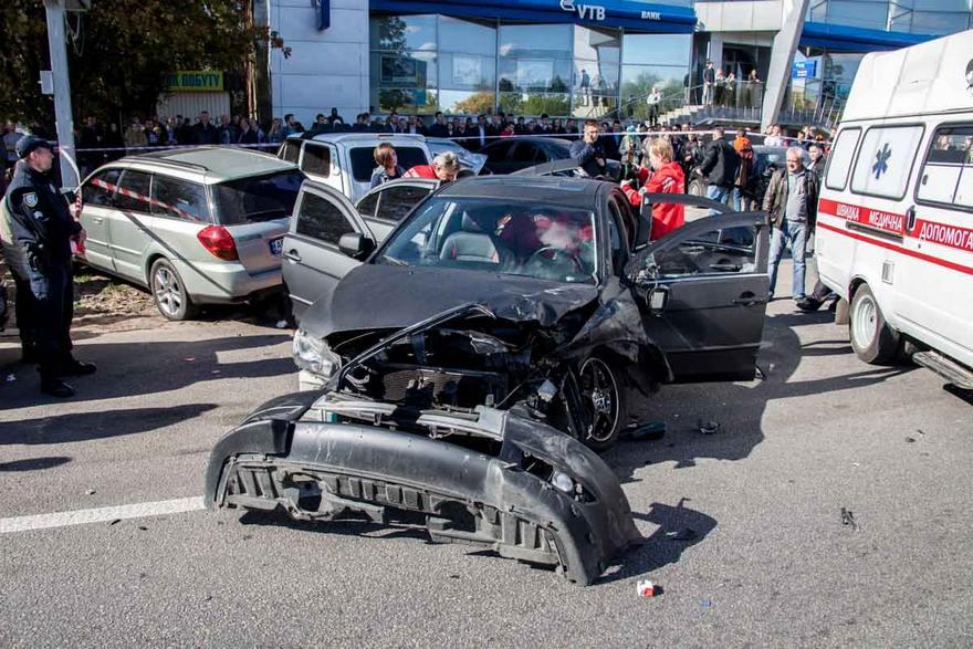 Страшна аварія: У Львові зіткнулись відразу сім автомобілів