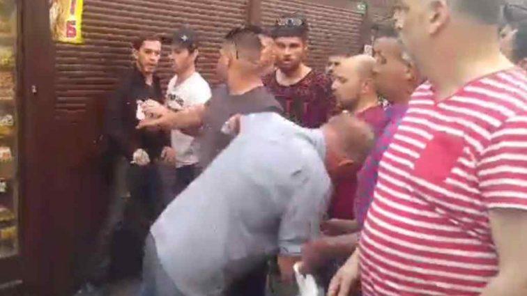 Натовп стояв і знімав на відео: В Києві жорстоко побили пенсіонера, який просто зробив зауваження