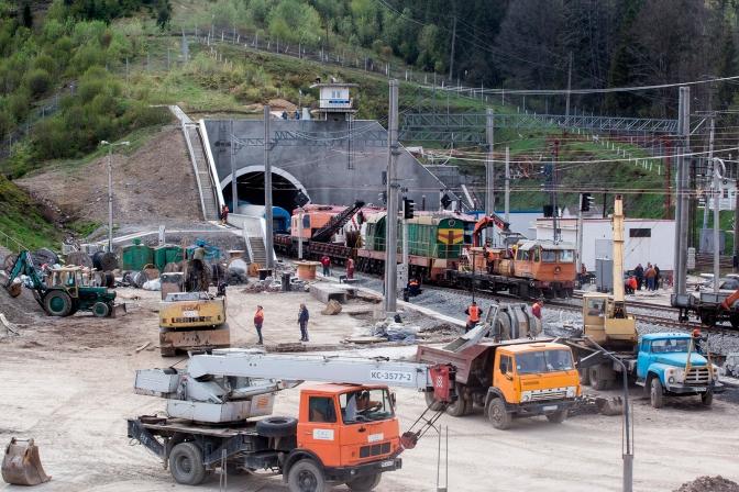 Сьогодні на Львівщину приїде Петро Порошенко, щоб відкрити Бескидський тунель