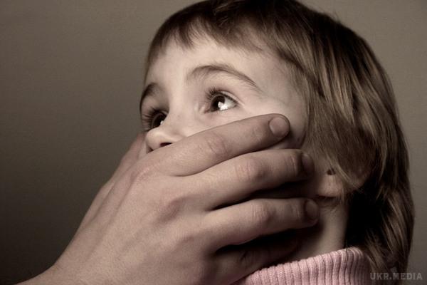 """""""Підглядав за ними в душі і залазив руками в…"""": Відомого тренера звинувачують у розбещені 9-річних учнів"""