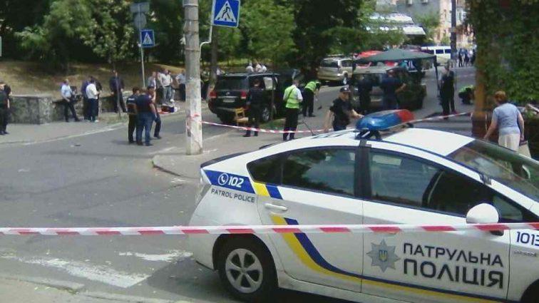Попередженням від конкурентів: У Києві розстріляли авто відомого бізнесмена