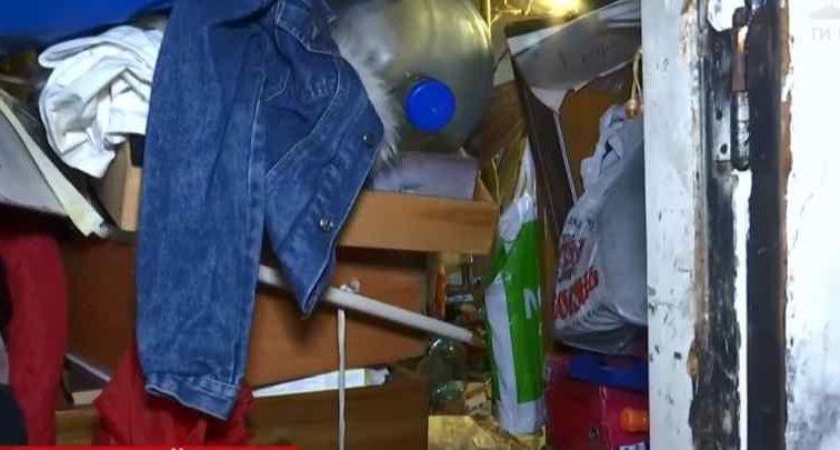 Від смороду навертаються сльози: Мешканець столиці влаштував у себе в квартирі сміттєзвалище з трупами тварин