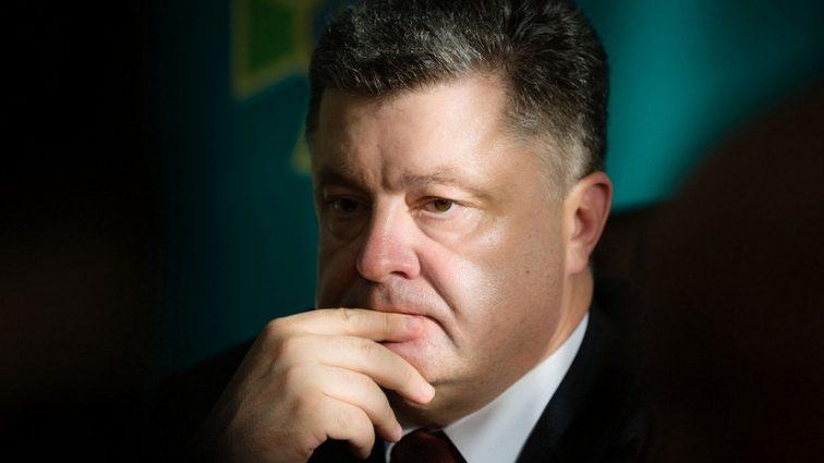 """""""Хочеш знати, де гроші Порошенко …"""": Хто став головним помічником у корупційних схемах Президента. Чому йому терміново потрібно їхати з України"""