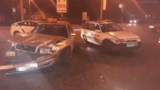 Зіткнулися на перехресті: В Харкові у ДТП постраждала молода жінка