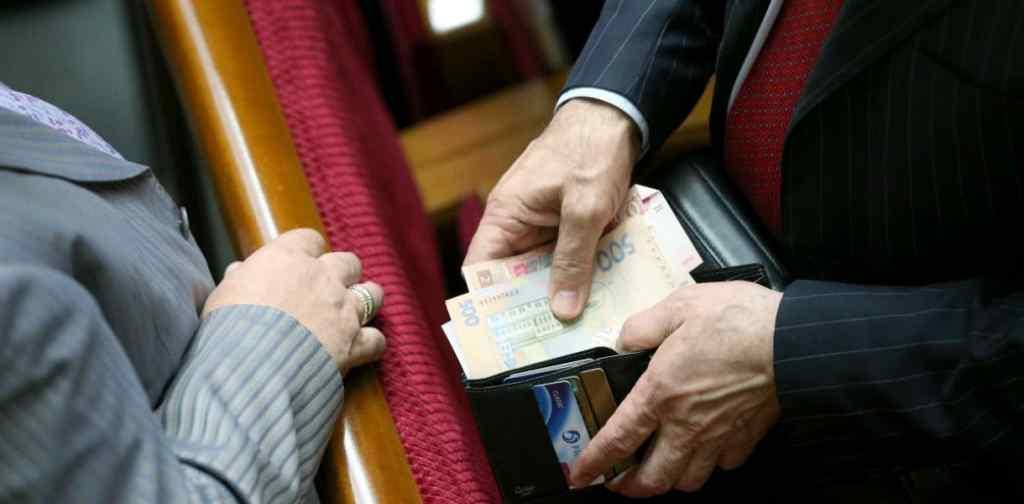 Мільярди гривень, гучні скандали і корупційні схеми: Що відомо про п'ять найбагатших народних депутатів України
