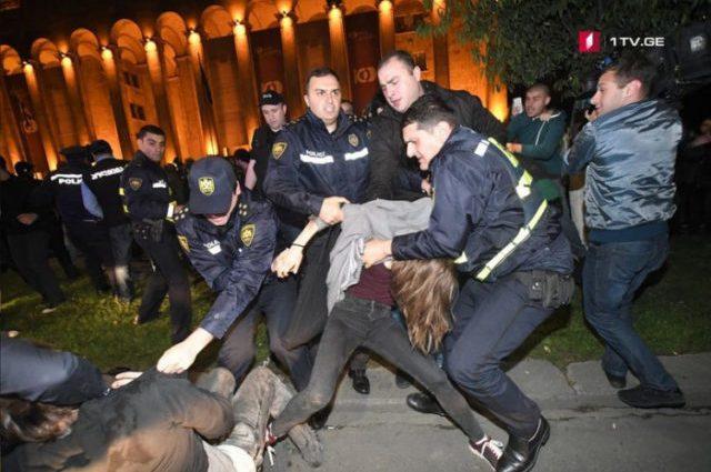 Бунт, бійки з поліцією і масовий розгін активістів: Що стало причиною заворушень у столиці Грузії