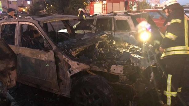 На очах у поліції спалили автомобіль помічника нардепа. Подробиці інциденту