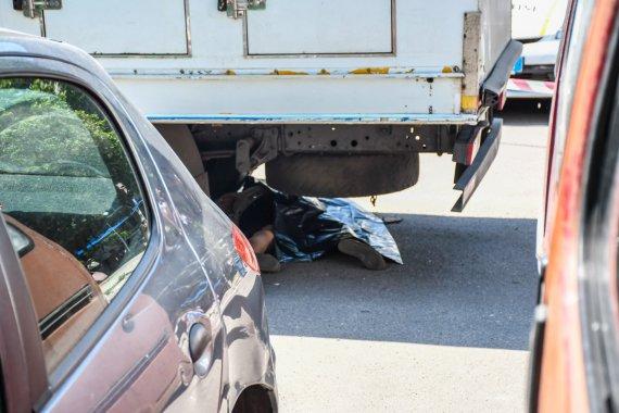 """""""Залишилася без голови"""": Моторошна ДТП сколихнула столицю. Вантажівка переїхала жінку"""