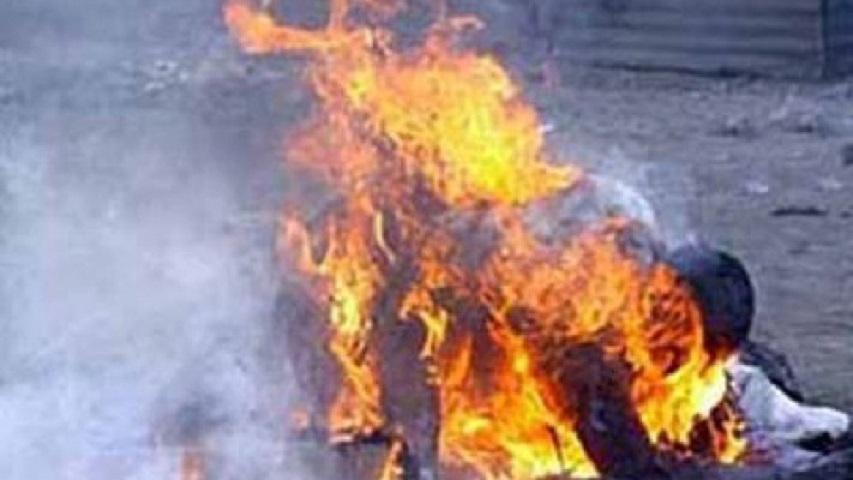 """""""Облила горілкою і …"""": 12-річна дівчинка спалила сплячого бомжа"""