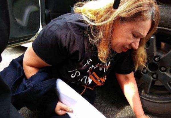 """""""Підпишіть  і ми Вас звідси викинемо"""": Мама, загиблої Бережної, розповіла про жорстоке затримання"""