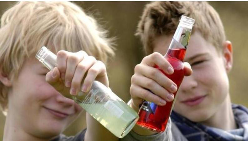 До напів смерті: На Львівщині троє дітей отруїлись алкоголем