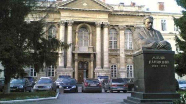 Медична реформа в дії: у львівській лікарні помирають пацієнти так і не дочекавшись обстеження