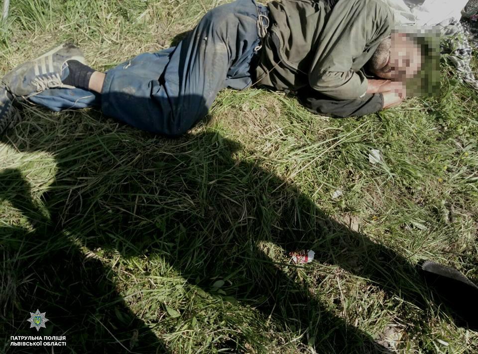 """""""Пролежав три дні"""": У полі на Львівщині знайшли напівживого іноземця"""