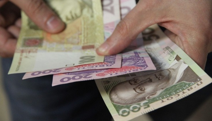 Виплату пенсій та допомоги по безробіттю можуть призупинити на 30 днів:  Як українців позбавлятимуть соціальних благ