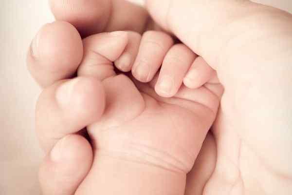 """""""Вріс в матку"""": Молода мати ледь не померла через своє ненароджене немовля"""
