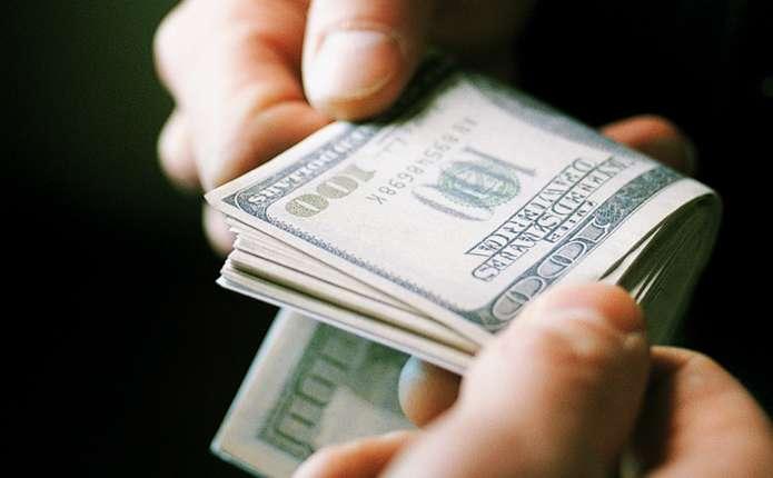 Вимагав 20 тисяч доларів: Скандального майора поліції затримали за хабар