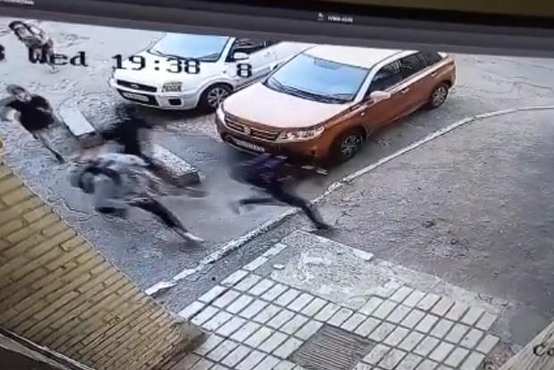 """""""У нього три контузії, а удари були в голову, тож…"""": В столиці жорстоко побили кіборга (Відео)"""