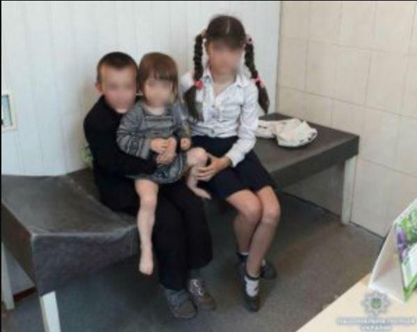 """""""У помешканні правоохоронці знайшли…"""": Горе-матір на 2 місяці покинула трьох маленьких дітей"""