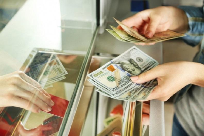 """""""Купити валюту тепер можливо…"""": В Україні ввели нові правила обміну. Що змінилось"""