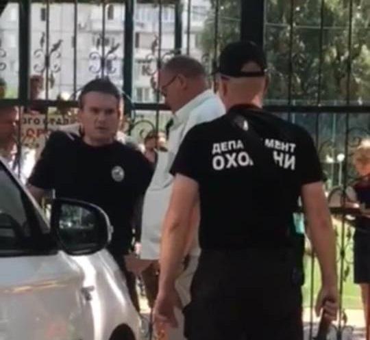 На Київщині п'яний помічник відомого нардепа влаштував стрілянину по дітям: Є поранені