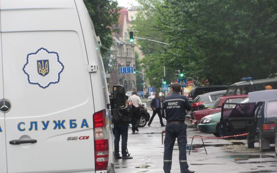 Люди задихалися всередині: У Львові  в магазин одягу кинули вибухівку