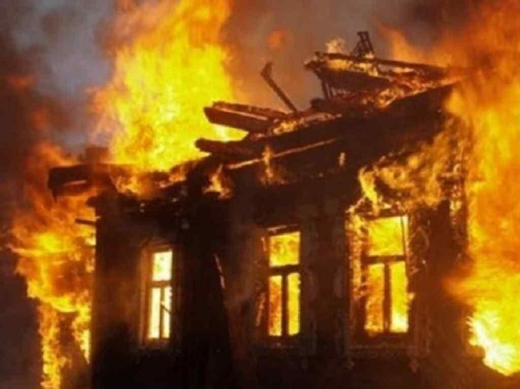 """""""Весь будинок вщент вигорів"""": У пожежі загинули люди"""