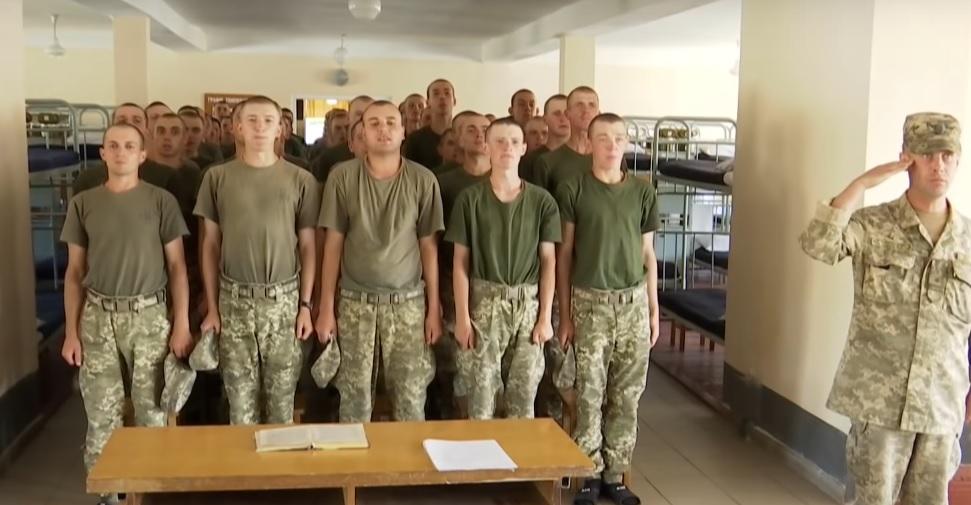 """""""Змушували вантажити бетонні блоки і …"""": У Дніпрі командир здавав в оренду молодих солдатів"""