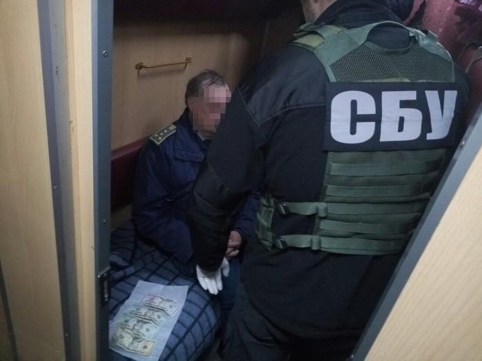 """""""Планували незаконно продати …"""": СБУ затримало двох столичних чиновників"""
