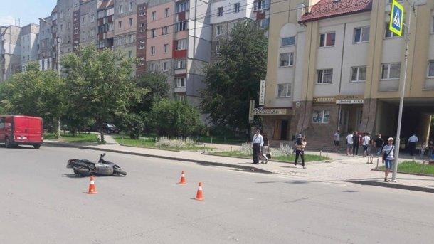 """""""Прямо на пішохідному переході"""": Неповнолітній на скутері збив маленьку дівчинку"""