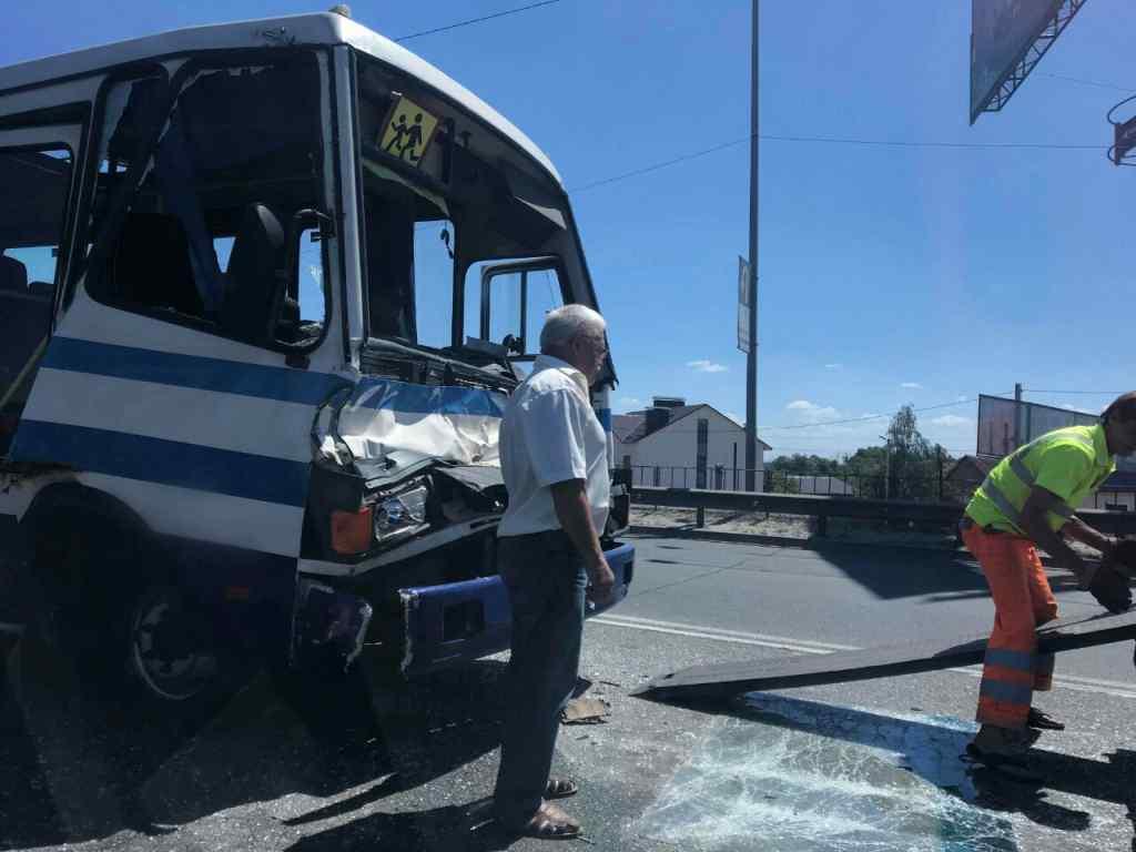 Масштабное ДТП под Киевом: Столкнулись автобус и два грузовика