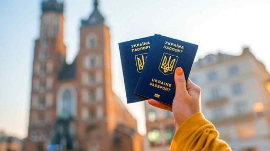 """""""Заборона на фото і багатомільйонні штрафи"""": Що чекає українських туристів в ЄС. Нові посилені правила вже вступили в силу"""