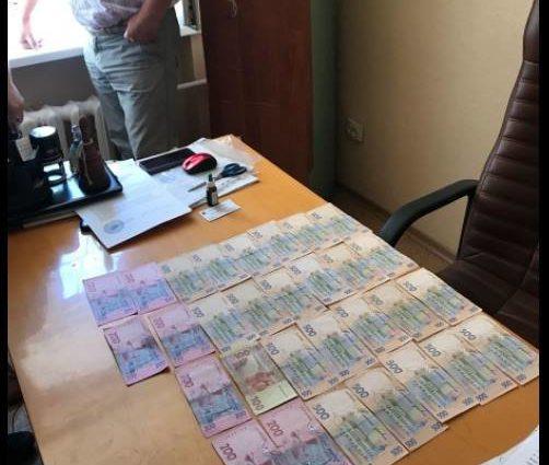 """""""Спіймали на гарячому"""": СБУ затримала нахабного чиновника-хабарника"""