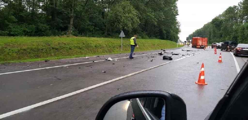 Від машини залишились шматки металу: Посол Швейцарії потрапив в моторошну ДТП на Львівщині