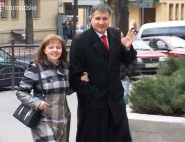 """""""Очолила рейтинг найбагатших дружин міністрів"""": Журналісти з'ясували як дружина Авакова заробляє мільйони"""