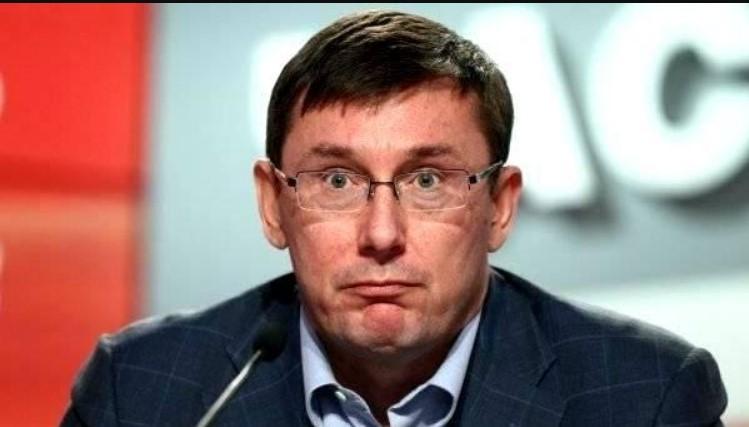 Луценку довелося рятуватися втечею: Активісти перегородили рух кортежу генпрокурора