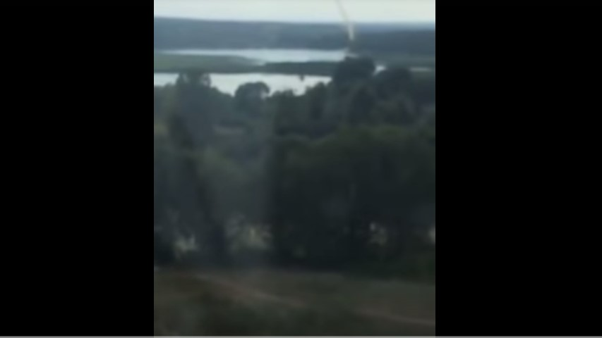 """""""Люди налякані"""": Киянин зняв на відео смерч, який пронісся над столицею (Відео)"""