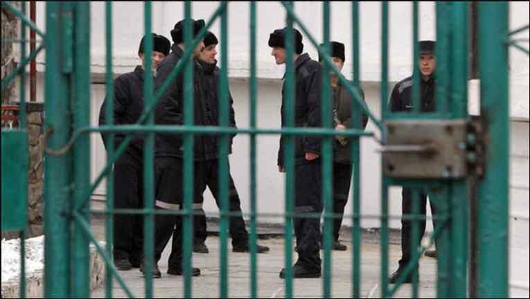 Вже восьмий місяць за гратами: Львів'янин поїхав на заробітки до Москви і не може повернутися додому
