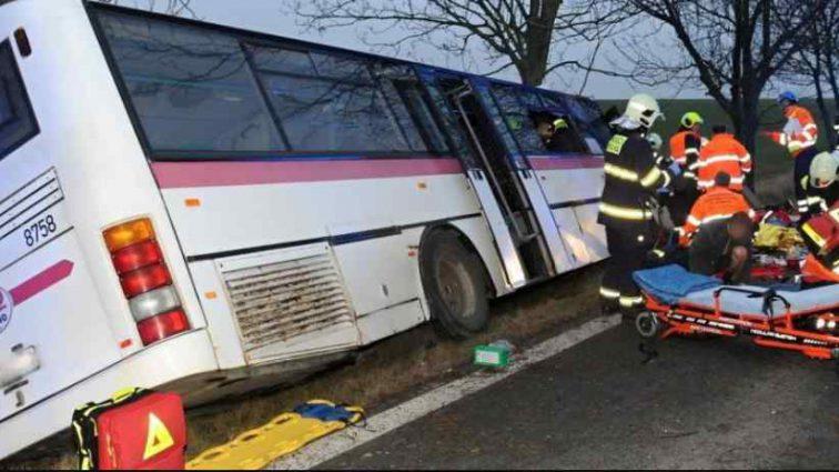Було багато пасажирів, серед них – діти: Під Львовом туристичний автобус потрапив у ДТП