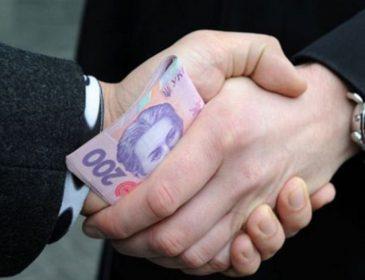 Вимагав 1,5 тис. доларів: На Львівщині на хабарі впіймали колишнього вчителя