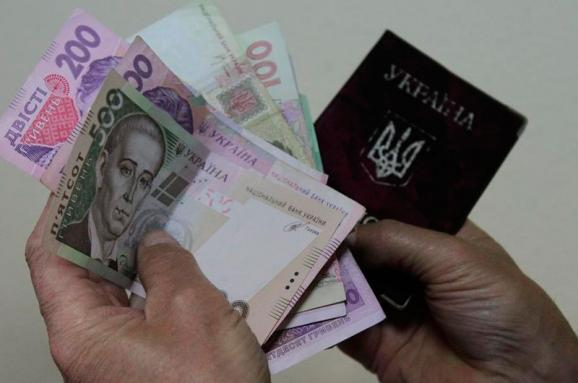 Соціальні виплати можуть перевіряти за новою схемою: Що це змінить для чиновників і як вплине на простих українців