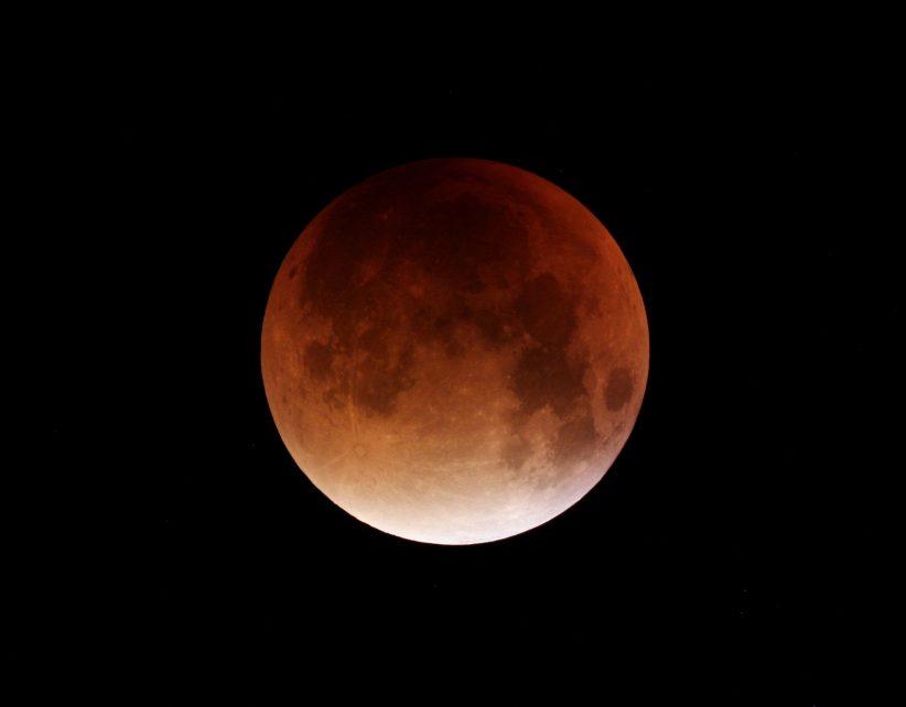 """Наближається затемнення століття: вже назвали дату сходу """"кривавого місяця"""""""