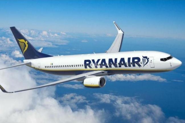 """""""У декого з пасажирів пішла кров вухом"""": Літак Ryanair здійснив жорстку екстренну посадку"""