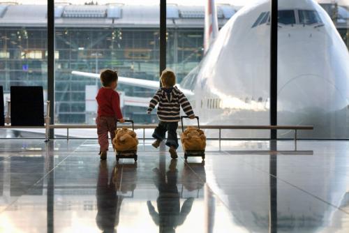 """""""А вони відмовились"""": Як львівським митникам пропонували хабар за незаконне перевезення дитини"""