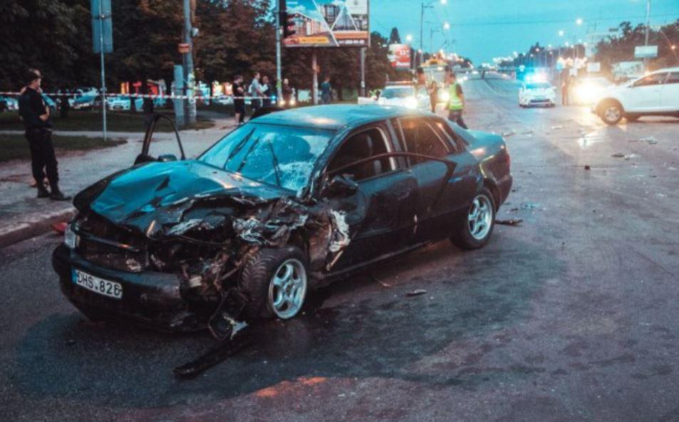 Audi на швидкості врізалася в KIA: сім'я з немовлям потрапила в лікарню, подробиці