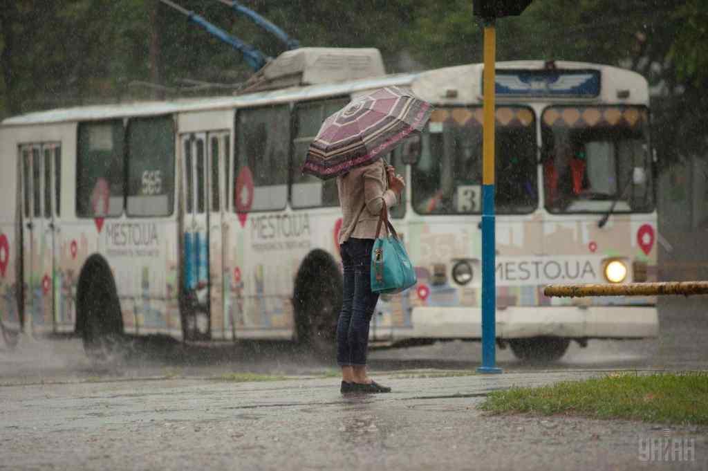 Україну накриють дощі, подекуди з  градом: що приготували синоптики для нас уже завтра