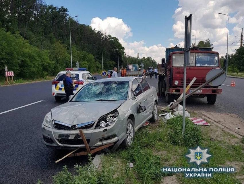Страшна ДТП під Києвом: автомобіль в'їхав у бригаду дорожників