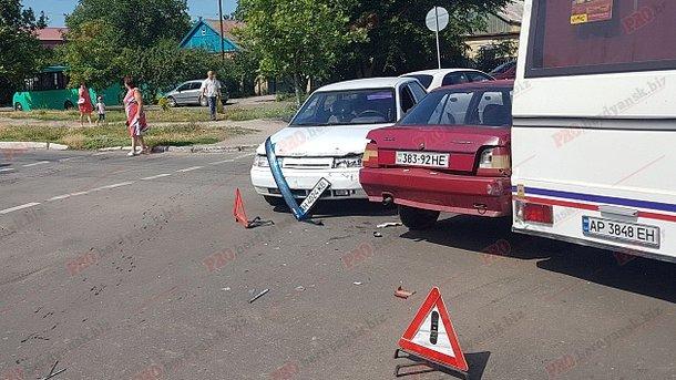 В Бердянську сталася потрійна ДТП з двома потерпілими