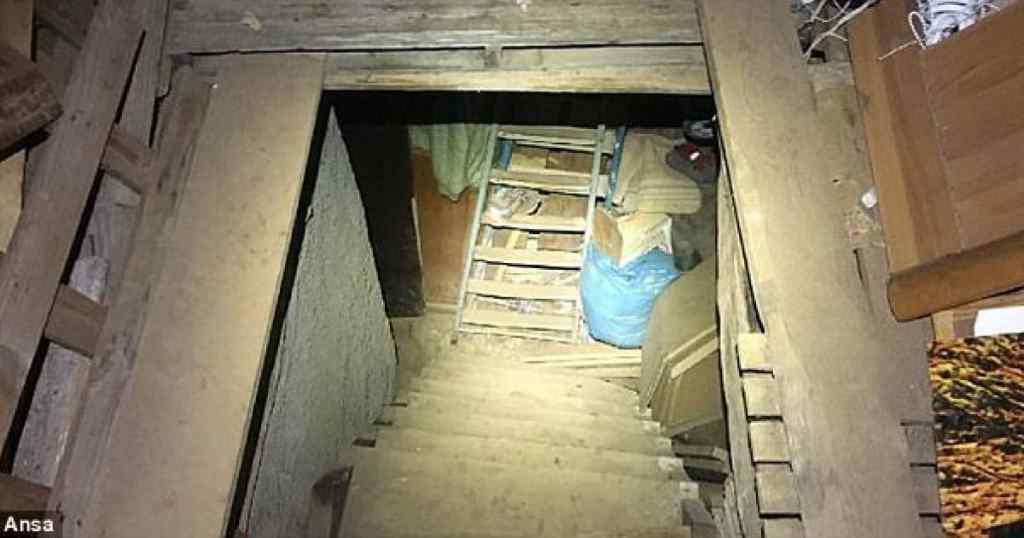 """""""Не залишай мене благала дівчинка"""": На Тернопільщині горе-мати тижнями тримала дитину у підвалі, а сама гуляла"""
