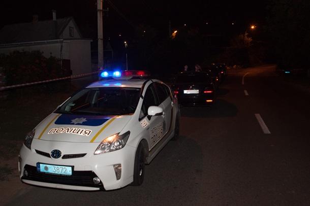 """""""Сусід в калюжі крові"""": В Дніпрі невідомі розстріляли чоловіка поблизу його будинку"""