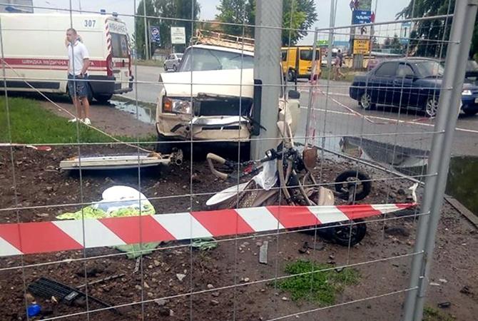 Мама від жаху знепритомніла: У Харкові водій на швидкості виїхав на тротуар і збив немовлятко у візку